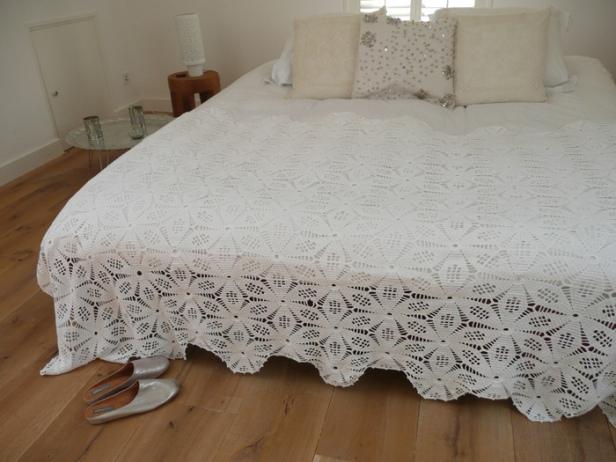 çiçek desenli dantel yatak örtüsü örnekleri
