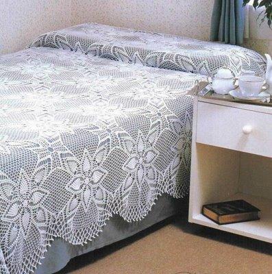 çiçek motifli dantel yatak örtüleri
