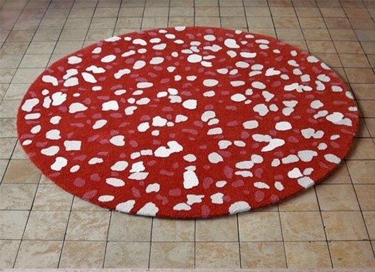 Kırmızı Beyaz Desenli Yuvarlak Step Halı Modelleri Çeşitleri 2012