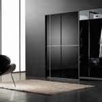 Yatak odaları için siyah-dolap