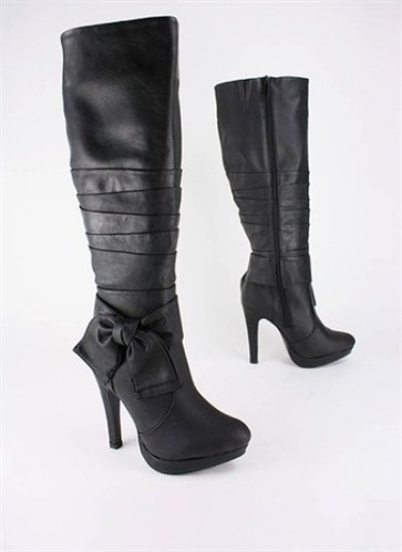 fiyonklu son trendy çizme
