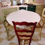 klasik renkli mutfak masası