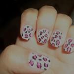 leoparı farklı renklerle birleştiren tırnak tasarımları