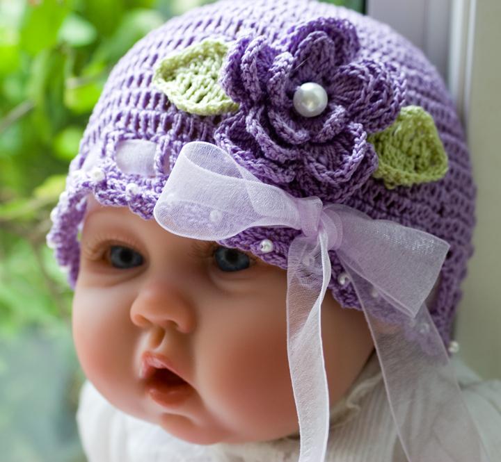 çiçekli eflatun şapka kız bebek örgüleri