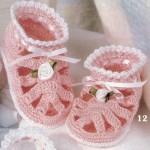 çiçekli tığ işi bebek patik modeli