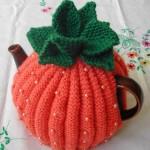 çilek desenli boncuklu örgü çaydanlık kılıfı tasarımı