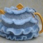 örgü mavi fırfırlı el işi çaydanlık kılıfı