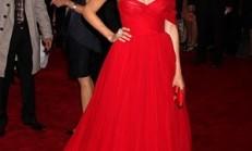 Ünlülerin Kırmızı Elbiseleri