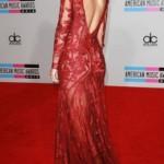 ünlülerden en tarz kırmızı elbise örnekleri