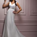 2012 model beyaz dekolteli belden oturtmalı şık şifon elbise