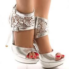 Parlak Deriden TasarlanmışYüksek Topuklu Ayakkabı Modeli Örneği