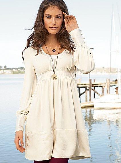 belden oturtmalı kolları düğmeli yuvarlak yakalı kışlık elbise