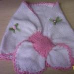 beyaz-pembe-renkli-bebek-pelerin-modelleri