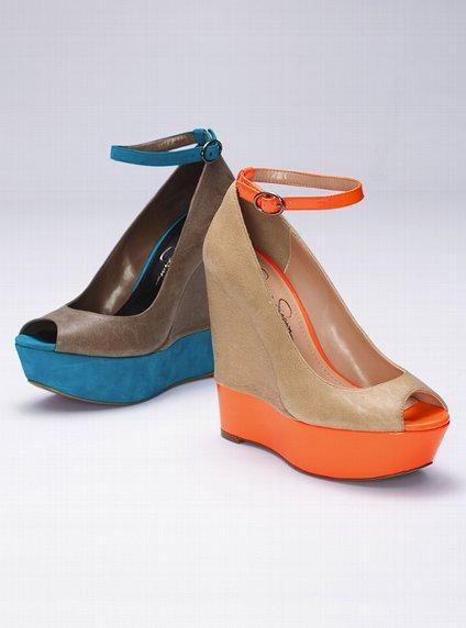 bilekten bağlamalı renkli platformlu dolgu topuk ayakkabılar