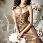 dekolteli bu yılın modası straplez elbise