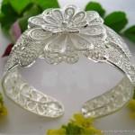 en yeni çiçek motifli kolu saran gümüş bileklik