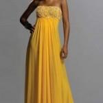 göğüsten dantelli sarı pullu straplez elbise