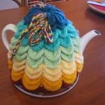 gökkuşağı renkli dilimdilim örgü çaydanlık kılıfı örneği