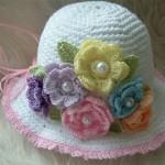 çiçekli renkli şık bebek şapkaları