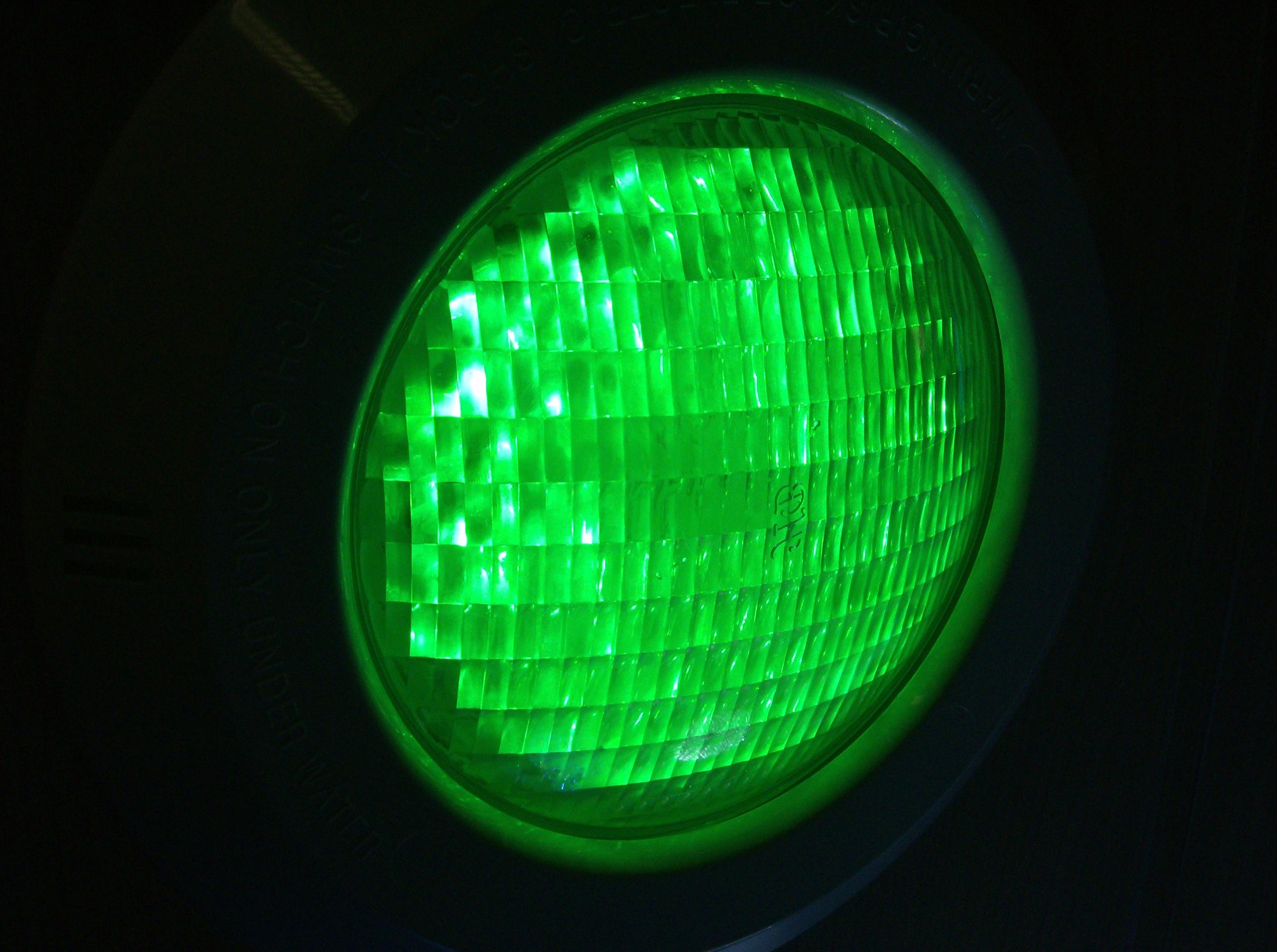 havuzlar için yeşil led aydınlatma ürünü örneği