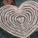 iki renkli kalp şeklinde dantel oda takımı