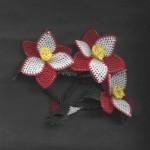 kırmızı beyaz çiçekli iğne oyası örneği