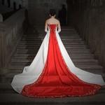 kırmızı beyaz uzun kuyruklu gelinlik modeli