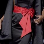 kırmızı kemer fiyonklu 2012 trend elbise modeli