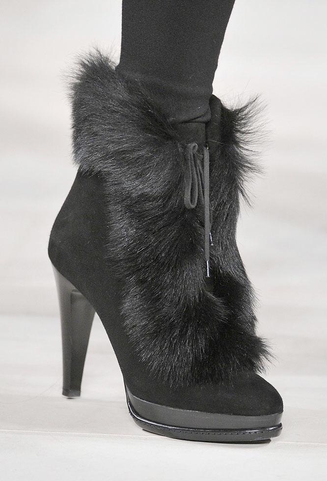 kısa siyah tüylü süet çizme modeli örneği