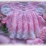 pembe tığ işi yarım kollu kız bebek örgü elbise modeli