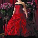 siyah etekli kırmızı gelinlik modeli