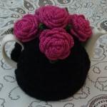siyah renkli pembe güllü çaydanlık kılıf modeli