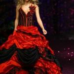 siyahlı kırmızılı askılı kırmızı gelinlik modeli