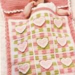 tığ işi kalpli yastıklı şirin bebek uyku tulumu modeli