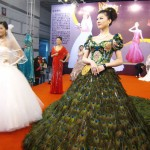 tavuzkuşlu kabarık elbise modeli