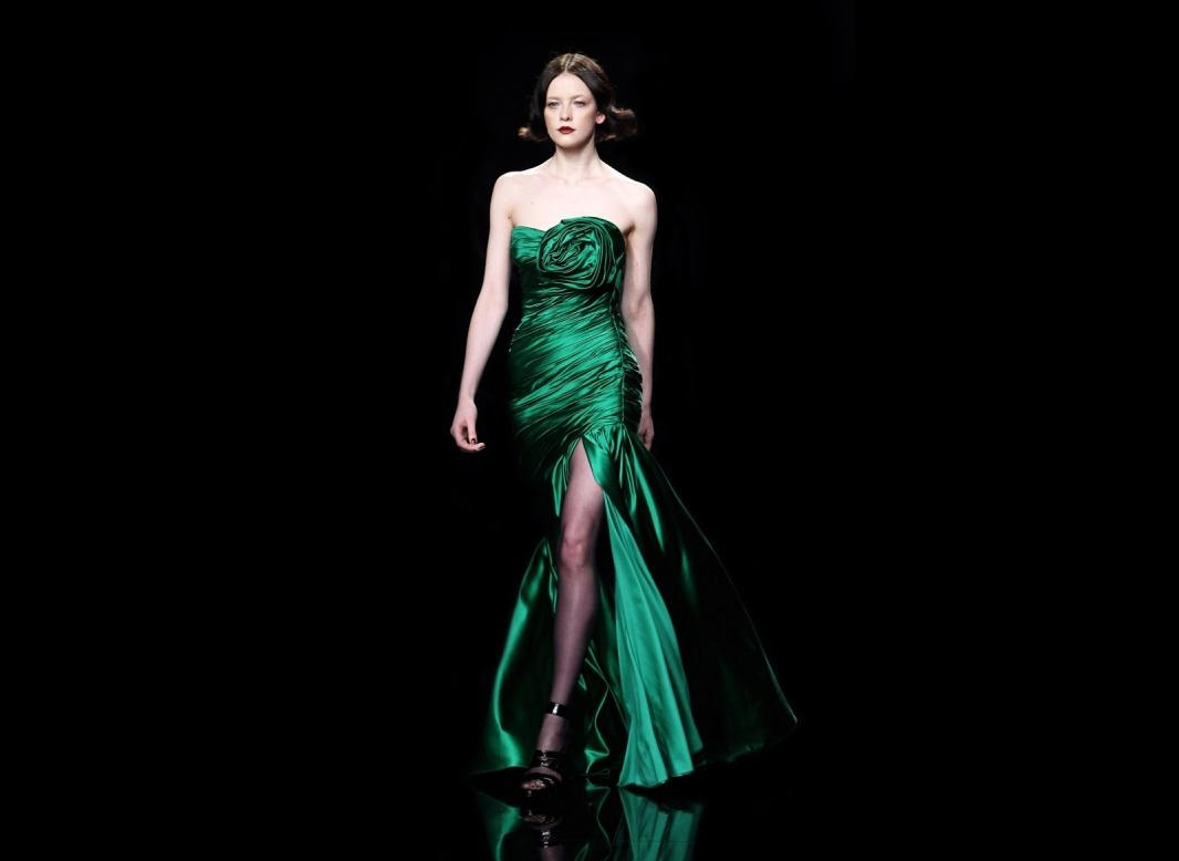 yeşil drapeli en güzel yırtmaçlı elbise örnekleri