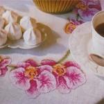 çok güzel kanaviçeli masa örtüleri