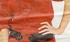 Kırmızı Renkli Düşük Yaka Bayan Kazak Modeli