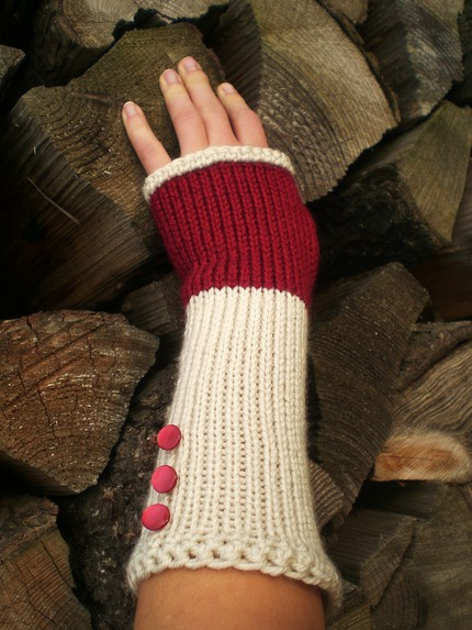 şiş örgü düğmeli süslemeli parmaksız uzun eldiven modeli