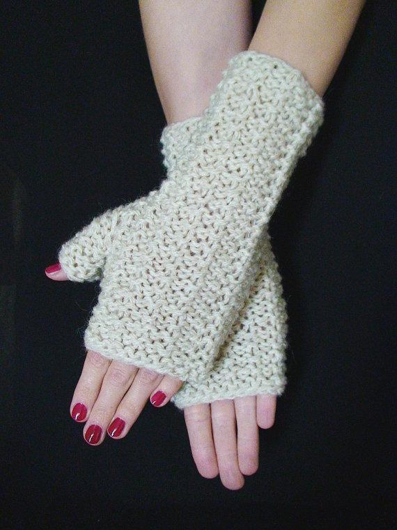 şiş örgülü düz beyaz parmaksız uzun eldiven modeli