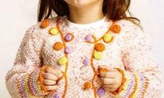 Örgü Düğme Süslemeli Renkli Kız Çocuk Hırka Modeli