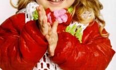Tığ İşi Çiçek Motifli kız Çocuk Atkı ve Bere Modeli