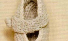 Kemerli Bej Renkli Örgü Bebek Patik Modeli