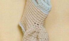 Çorap Şekilli İki Renkli Örgü Bebek Patiği Modeli