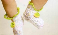 İki Renkli Örgü Bebek Çorabı Modelleri