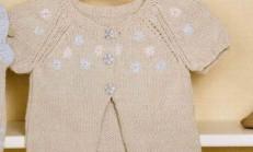 Çiçek İşlemeli Kız Bebek Örgü Yelek Modeli