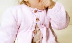 Üç Düğmeli Çiçek İşlemeli Pembe Bebek Hırka Modeli