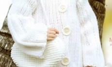 Beyaz Renkli Kız Çocuk Örgü Kaban ve Kalp Çanta Modeli