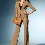 bal renkli bol paçalı kumaş pantolon ve ceket modeli