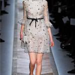 bej rengi puantiyeli tül elbise modeli örneği